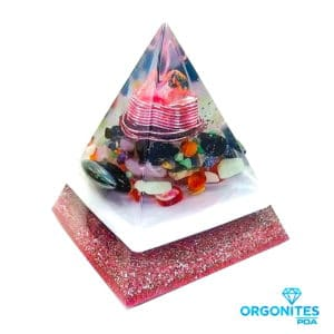 Orgonite Personalizado Pirâmide com Hematitas Magnetizadas 12cm