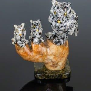 Coruja de Feldspato com Calcita Laranja e Dolomita Preta