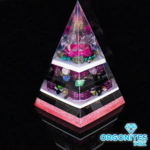 Orgonite Pirâmide Rosa com Hematitas Magnetizadas 30cm